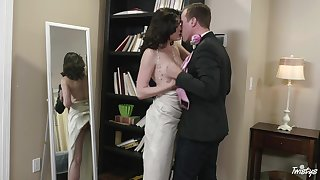 Dark-haired harlot Jessica Rex sucks off a bloke before hard boffing