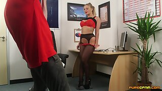 Premium woman gets intimate at the office in glorious CFNM play