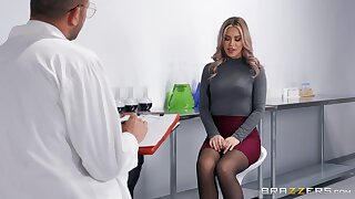 Flaming nude babe is ready to fuck with her physician