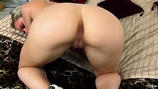 Kinky and playful Missy fondles her perfectly shaved coochie